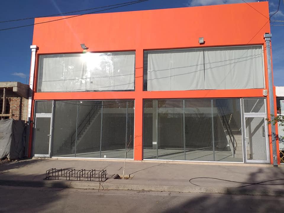 Local Comercial – Av. Radonich – Cinco Saltos.-